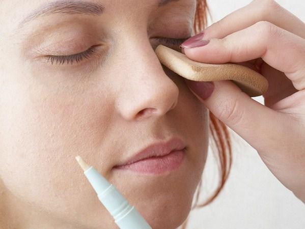 Cómo disimular una nariz grande con maquillaje