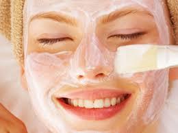 Cremas caseras para la cara hechas a base de hierbas