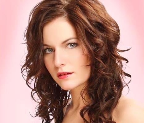 rizos sueltos peinados para cabello mediano