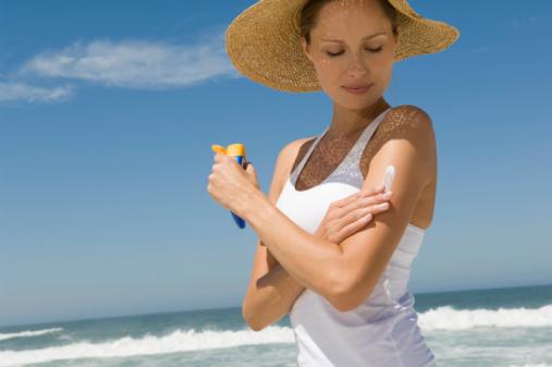 prevenir lunares rojos en la piel