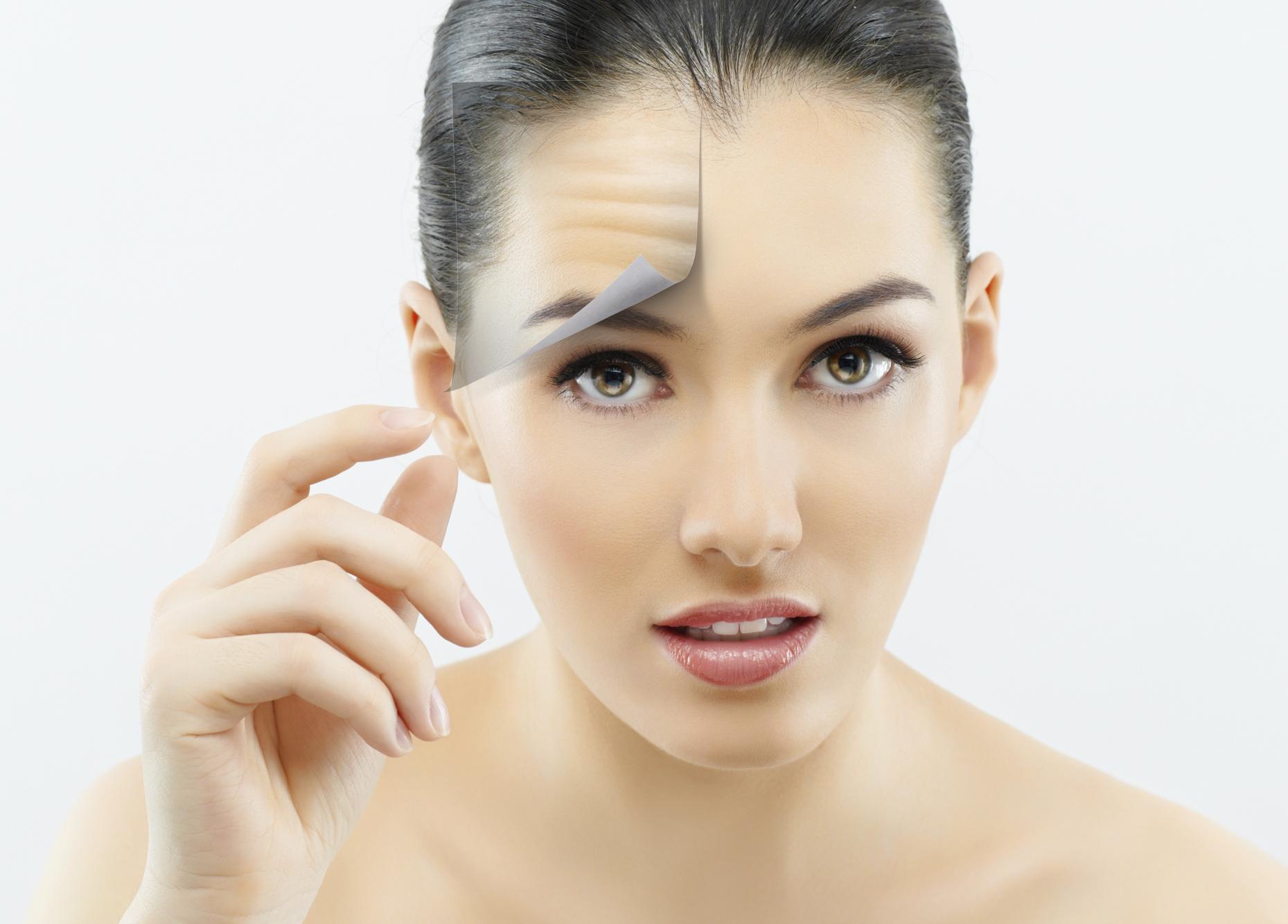 El aceite de rosa para la persona de las arrugas las revocaciones
