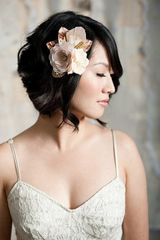 peinado de novia con flor