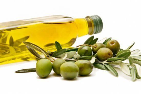 aceite de oliva para alisar el cabello