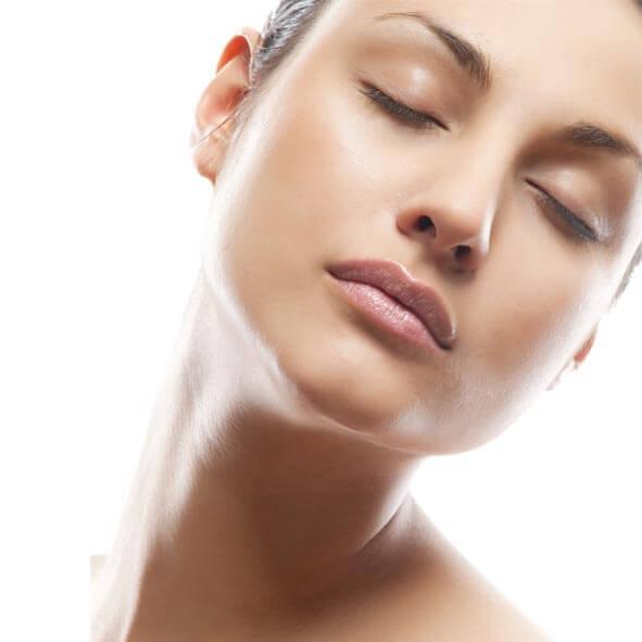 La cosmética buena que limpia para la persona