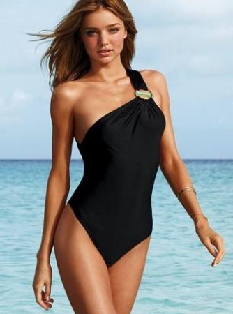 Como elegir el traje de ba o correcto seg n tu cuerpo for Traje de bano negro