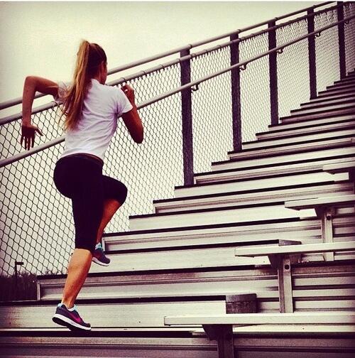 12 ejercicios para reafirmar los gl teos en casa for Apliques para subida de escalera