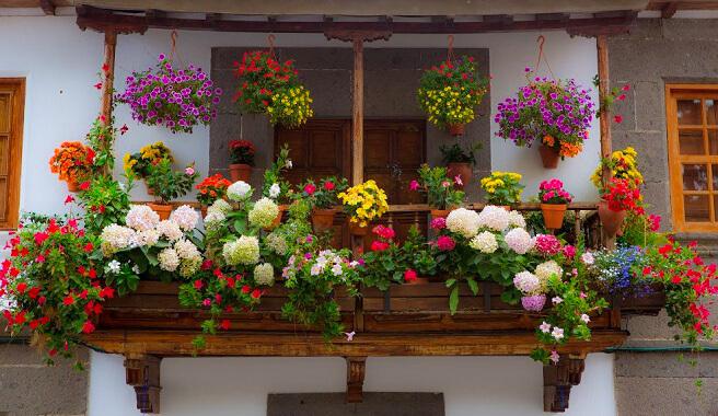 3 reglas claves en la decoracion de balcones peque os for Decoracion de balcones navidenos