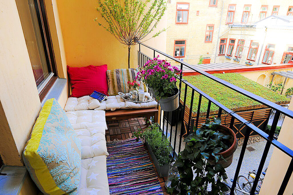 3 reglas claves en la decoracion de balcones peque os for Sillones para balcon