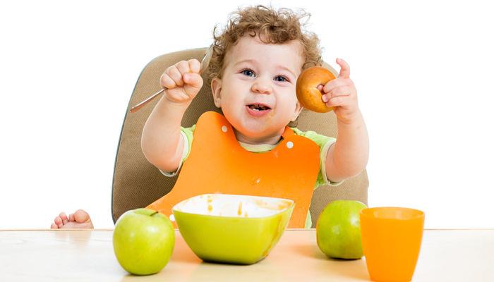 como alimentar a un niño el primer año