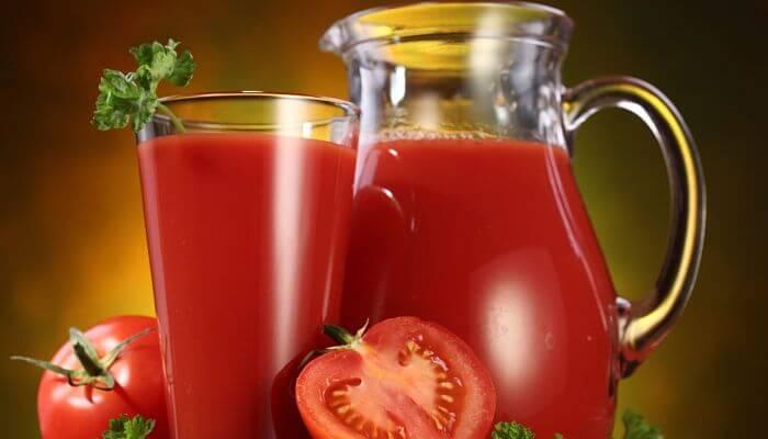 jugo de tomate para manchas en la cara