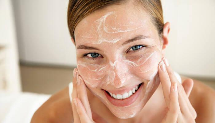 exfolia tu piel para lucir bella de forma natural