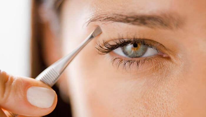 depila tus cejas para lograr una belleza natural