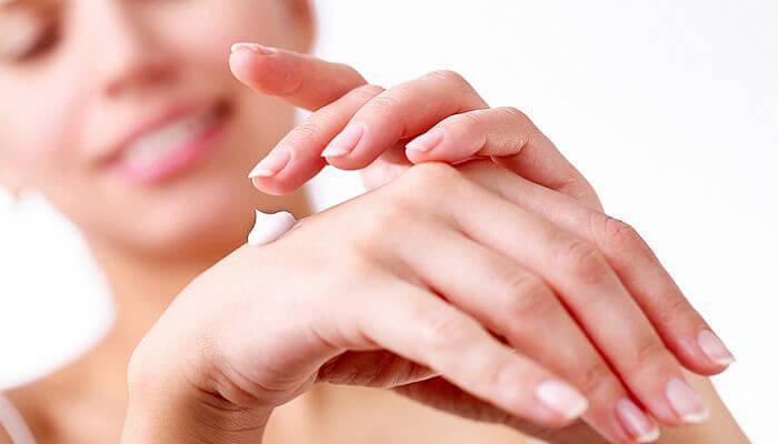 humecta la piel para lograr una belleza natural