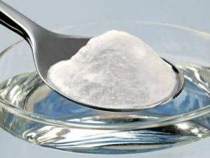 el bicarbonato es uno de los trucos caseros para blanquear la ropa