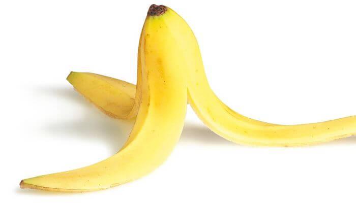 cascara de banana para granos en la cara