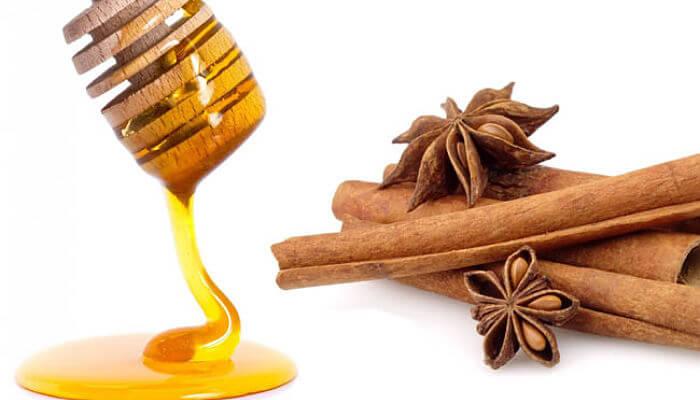 canela y miel para los granos en la cara