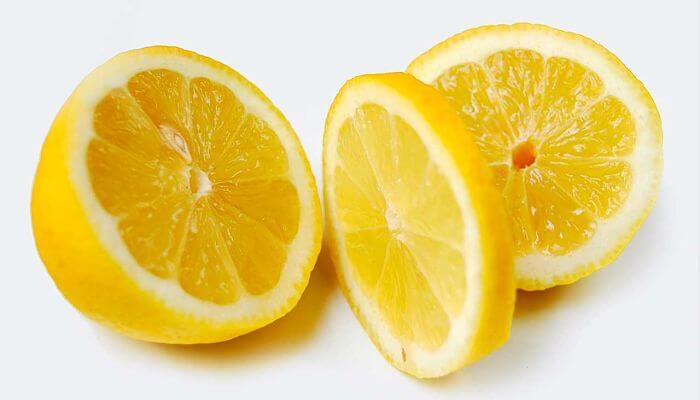 jugo de limon para los granos en la cara
