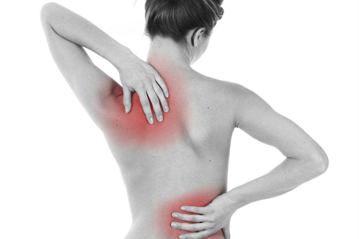 El dolor en la espalda la espátula en pesado