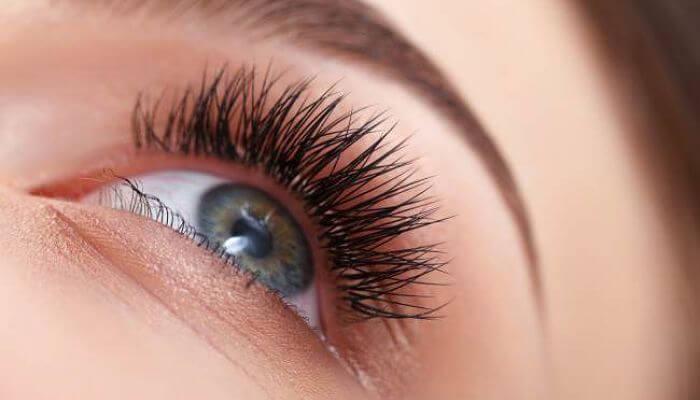 pestañas largas para maquillaje de ojos verdes