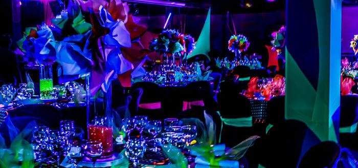 salon decorado para fiesta de 15 años neon