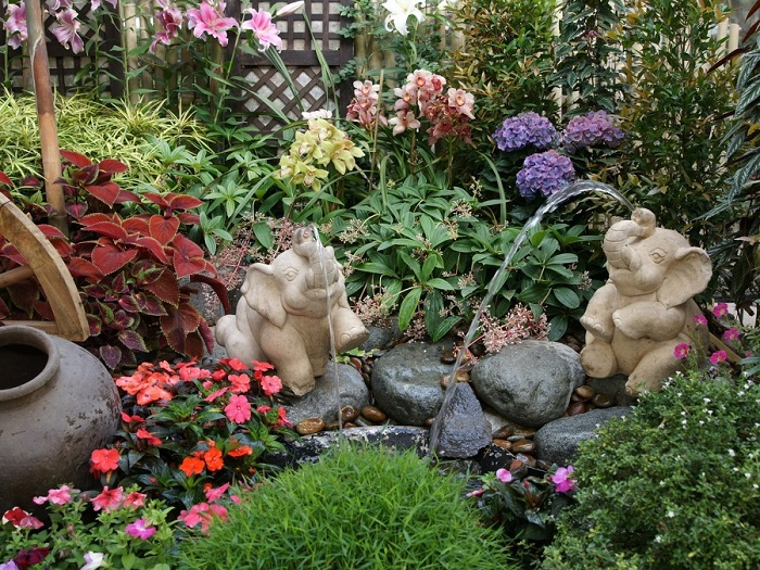 decoración de terrazas y jardines tropicales