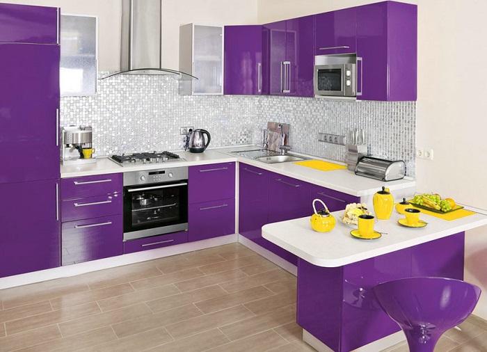 ideas de decoración de cocinas modernas pequeñas de color morado