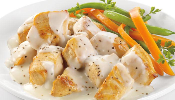 pechugas de pollo en salsa blanca