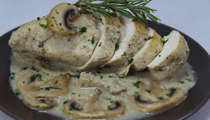 pechugas de pollo en salsa de champiñones