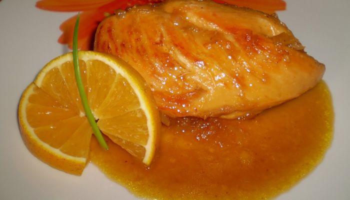 pechugas de pollo en salsa de naranjas