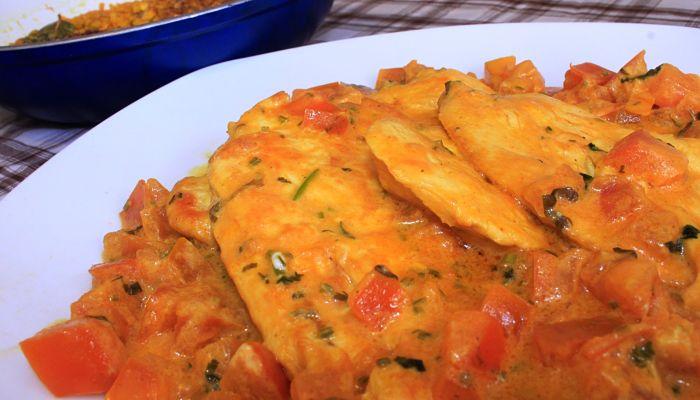 pechugas de pollo en salsa tradicional