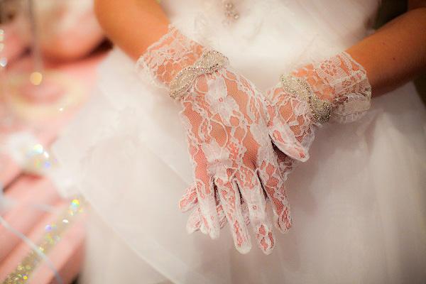 usar-guantes-en-la-boda-5