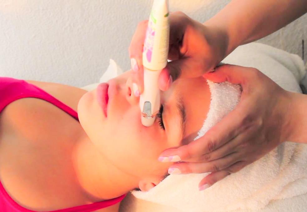 Hidratar la piel de los ojos