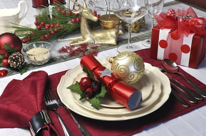 decoración de una mesa de navidad