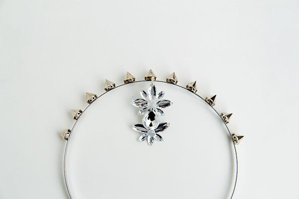 insertar gemas en accesorios para el cabello
