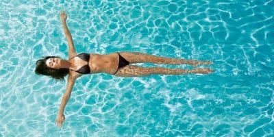 cuidar el cabello de la piscina