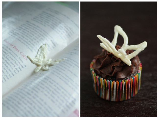 decorar cupcakes con formas de chocolate