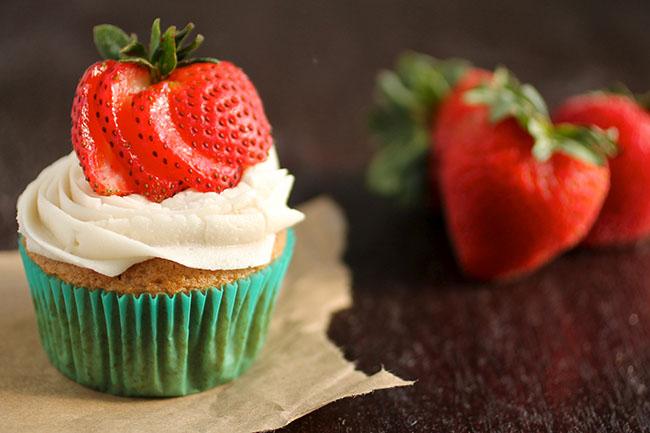 decorar cupcakes con fresas
