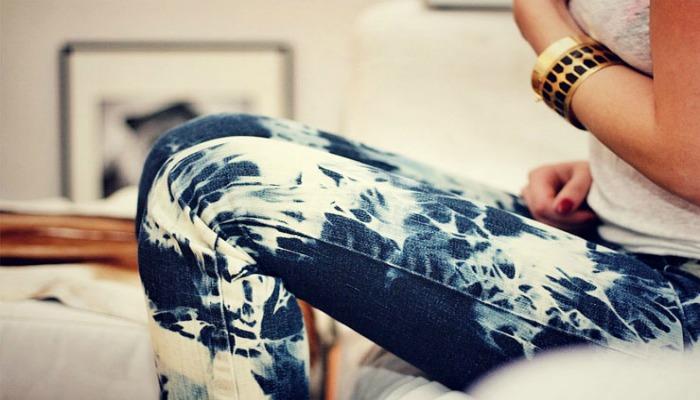 cómo teñir tus pantalones viejos