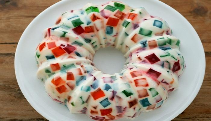 un mosaico lleno de color