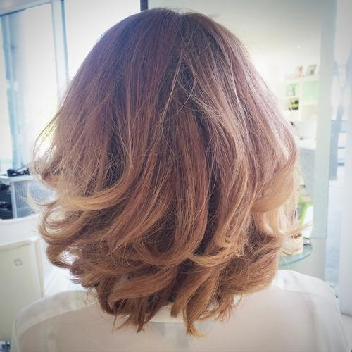 corte de cabello bob con capas y flecos
