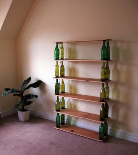 decorar botellas de vino para un estante
