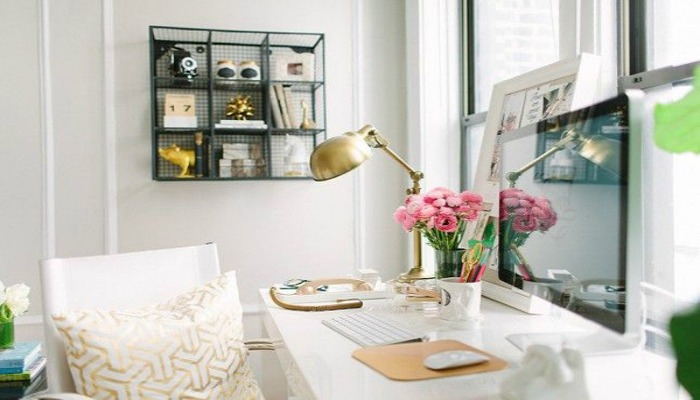 decorar oficina pequeña con colores claros