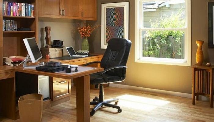 decorar una oficina pequeña con escritorio en L
