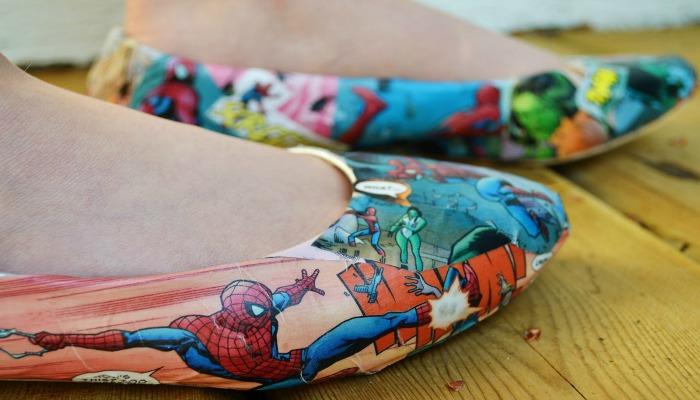 decorar zapatos viejos con cómics