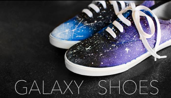 decorar zapatos viejos como galaxia