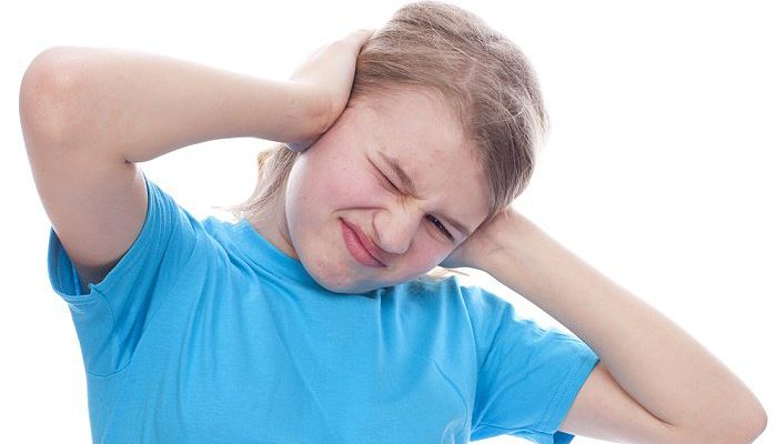 como quitar agua del oído