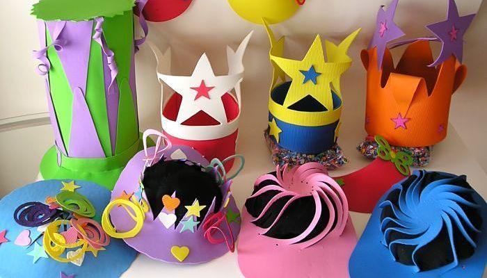 Coronas, disfraces y máscaras